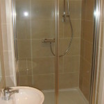 Studio flats in Earls Court shower