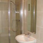 Studio flats in Earls Court shower 2